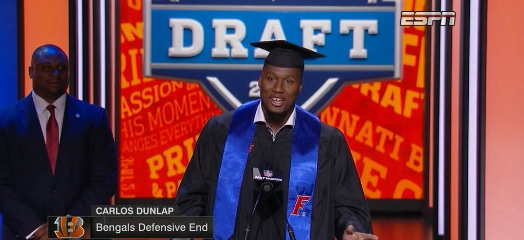 A Cap-and-Gown NFL Draft for former Gators Standout Carlos Dunlap ...